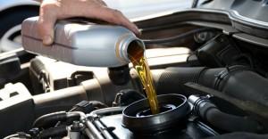 huile pour voiture ancienne